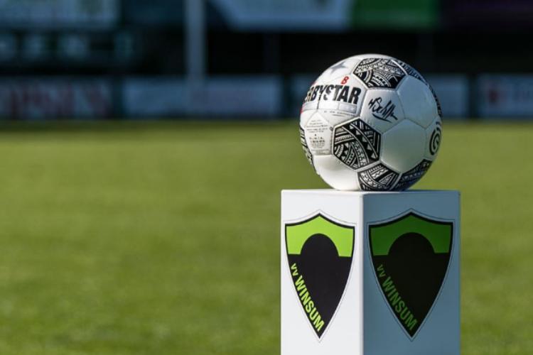 voetbalvereniging Winsum foto met bal